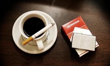 Šta vam rade cigarete i kafa