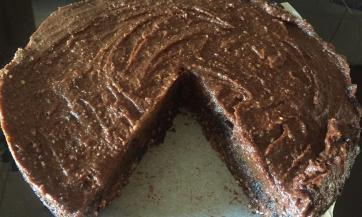 Zdrava čokoladna proteinska torta