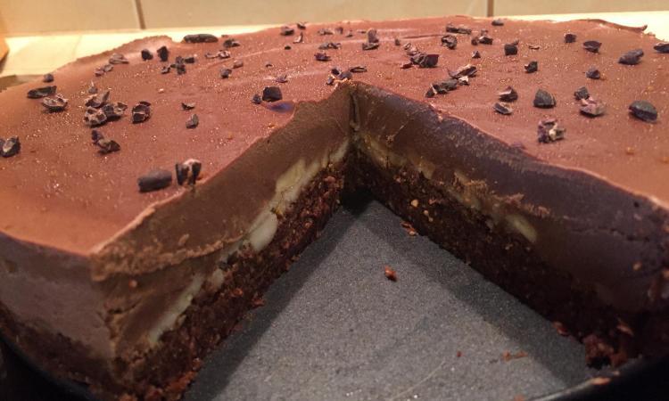 Sirova čokoladno-voćna torta