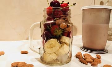 Milkšejk od jagoda i trešanja