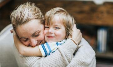 Najočigledniji način pokazivanja ljubavi detetu je fizički dodir
